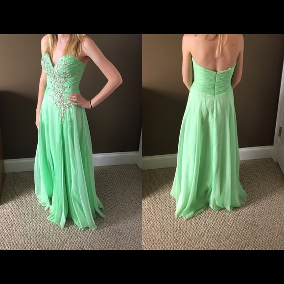 Mac Duggal Dresses & Skirts - Green Formal/Prom Dress Size 0